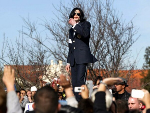 Family asks new autopsy after the first examination showed no conclusive cause of death of Michael Jackson
