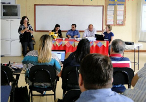 Telma Pinheiro (standing) points out that the government's initiative aims at decentralization of the Central Laboratory