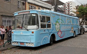 Mobile dental office serves communities with UPPs. Service was created to serve students and teachers in Rio 2016.