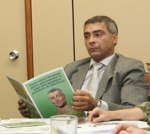 Congressman Romario to the booklet that works with the concept of gaining respect through their differences