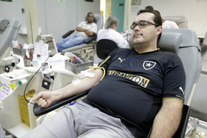 Botafogo supporter donates blood in Hemorio