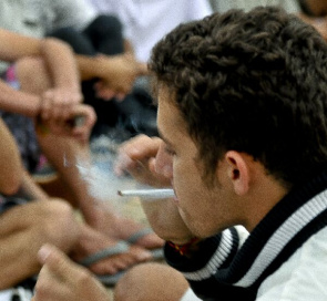 Young smokes during the Marijuana March rally in the Museum of the Republic to Congress. A survey conducted by Lenad says 600,000 teens have had contact with marijuana