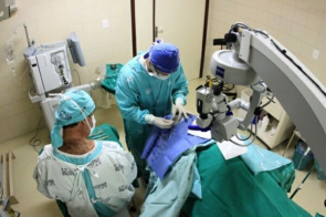 Elective cataract surgery being performed in San Jose Municipal Hospital in Joinville, Santa Catarina