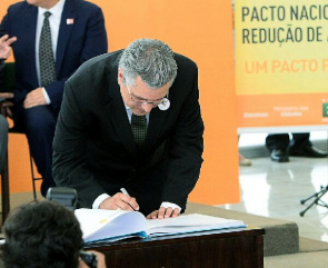Alexandre Padilha, Minister of Health, Signs Pact to Reduce Accidents