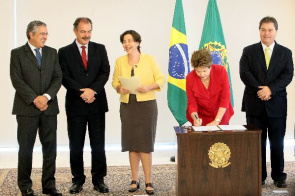 President Dilma Rousseff sanctions the Benefit of Overcoming Extreme Poverty in early childhood, in a ceremony at the Presidential Palace