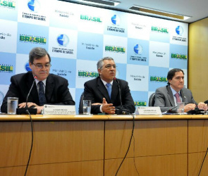 Minister Alexandre Padilha participates in the launch of the vaccination campaign against influenza 2013, in the auditorium Emilio Ribas