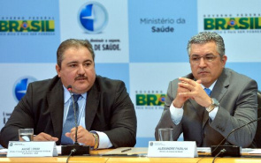 Health Minister Alexandre Padilha, director and president of ANS, Andrew Long, present the proposal to expand the list of procedures required