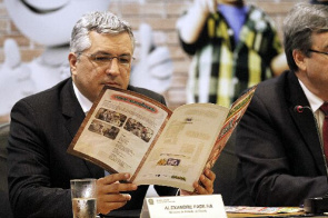 Alexandre Padilha, Minister of Health, examines campaign material