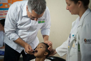 The Health Minister, Alexandre Padilha, participates in the D-Day Mobilization, which marks the beginning of National Vaccination Campaign against Polio this year