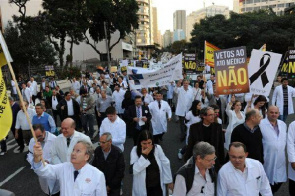 Concentration is marked APM headquarters where the march out by Avenues Brigadeiro Luiz Antônio, São Paulo to the headquarters of CREMESP