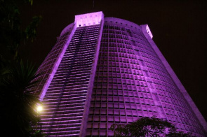 Metropolitan Cathedral won pink lighting to remember the importance of prevention of breast cancer