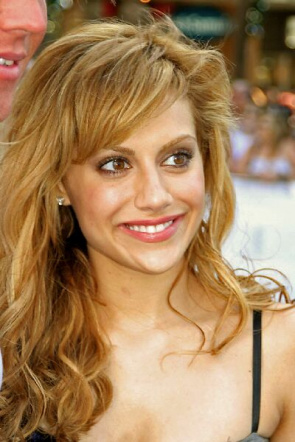 Actress Brittany Murphy, who died of a heart attack. Experts suspect that the abuse of hydrocodone, associated with paracetamol, could have caused cardiac arrest in young