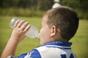 Children drinking water, according to study, while moisturizing, helps control appetite